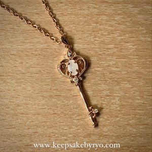 SOLITAIRE 18K: IRYSSA KEY PENDANT NECKLACE WITH BREASTMILK SOLITAIRE