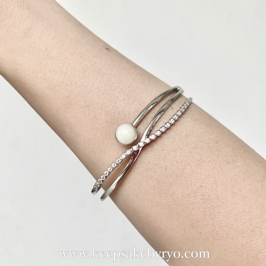 KELLY STUDDED INCLUSION PEARL BANGLE