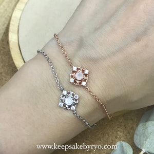 SOLITAIRE 18K GOLD: DREAMCATCHER BRACELET WITH BREASTMILK STONE
