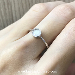SOLITAIRE GOLD: BREASTMILK BEZEL RING