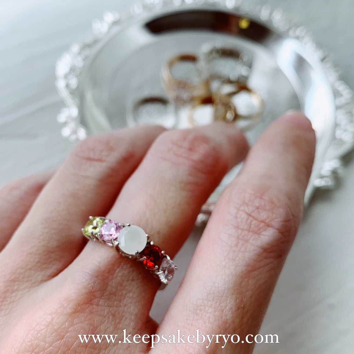 SOLITAIRE 18K GOLD: BIRTHSTONE CLUSTER BREASTMILK RING
