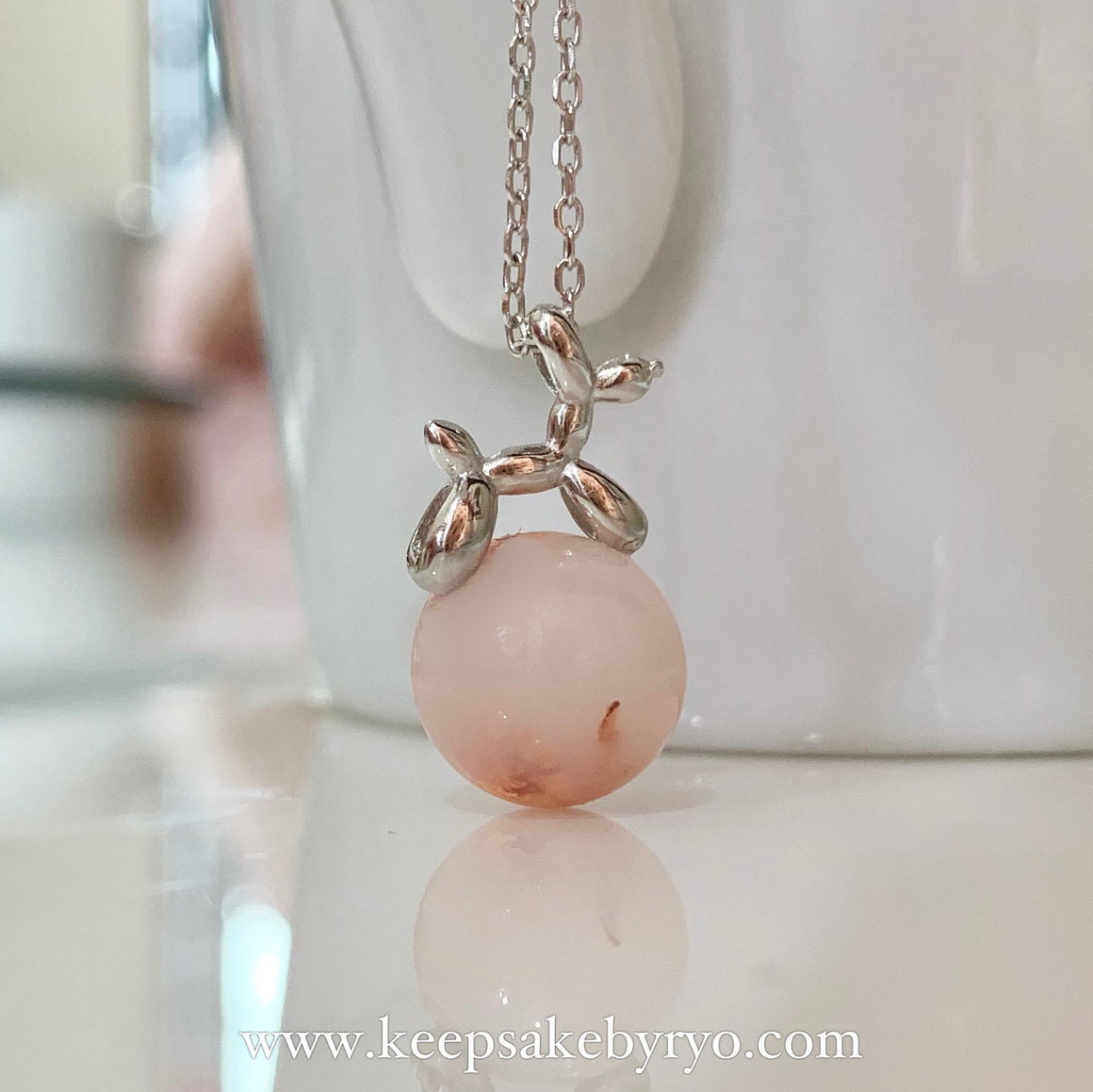 BALLOON DOG INCLUSION PEARL NECKLACE