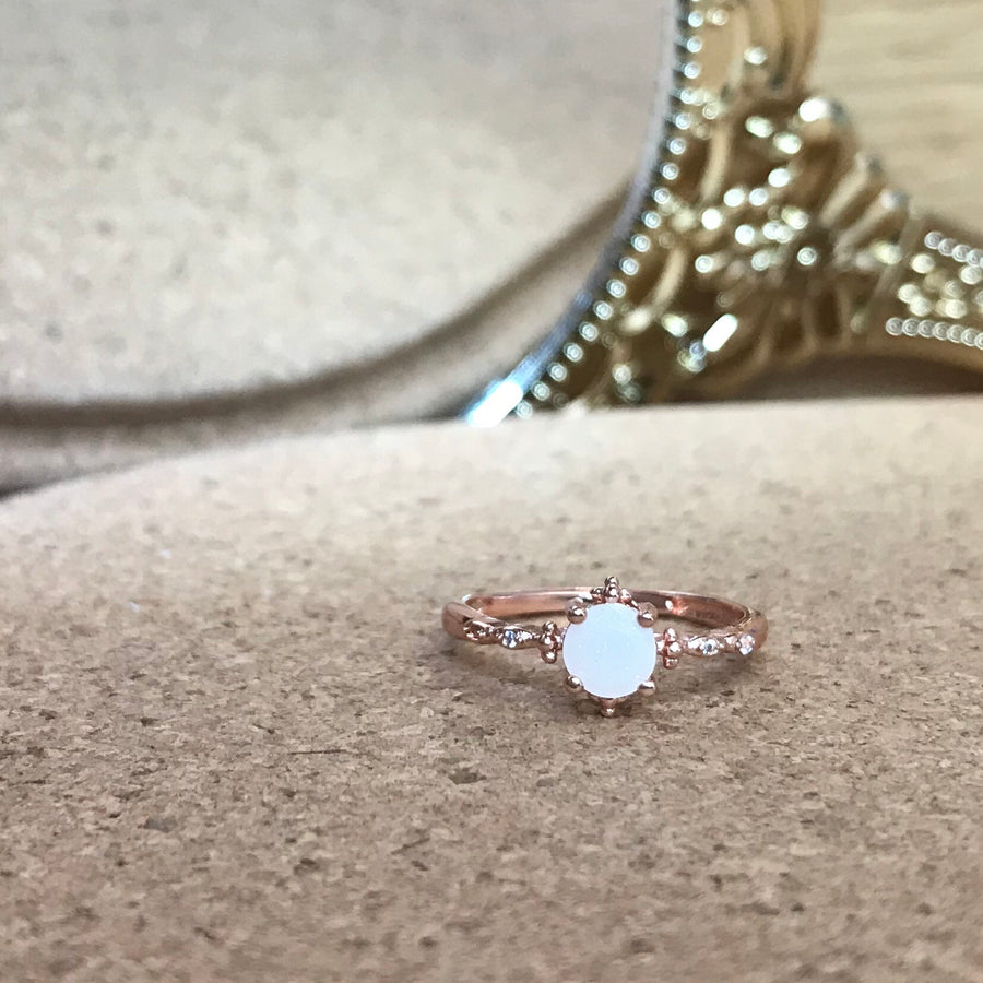 SOLITAIRE GOLD: ARIEL BREASTMILK RING
