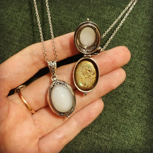 ANDI OVAL LOCKET NECKLACE