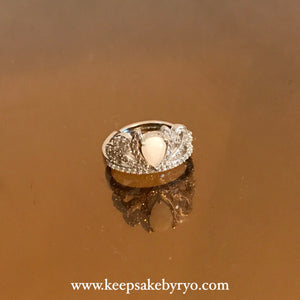 SOLITAIRE 18K GOLD: BREASTMILK PRINCESS RING