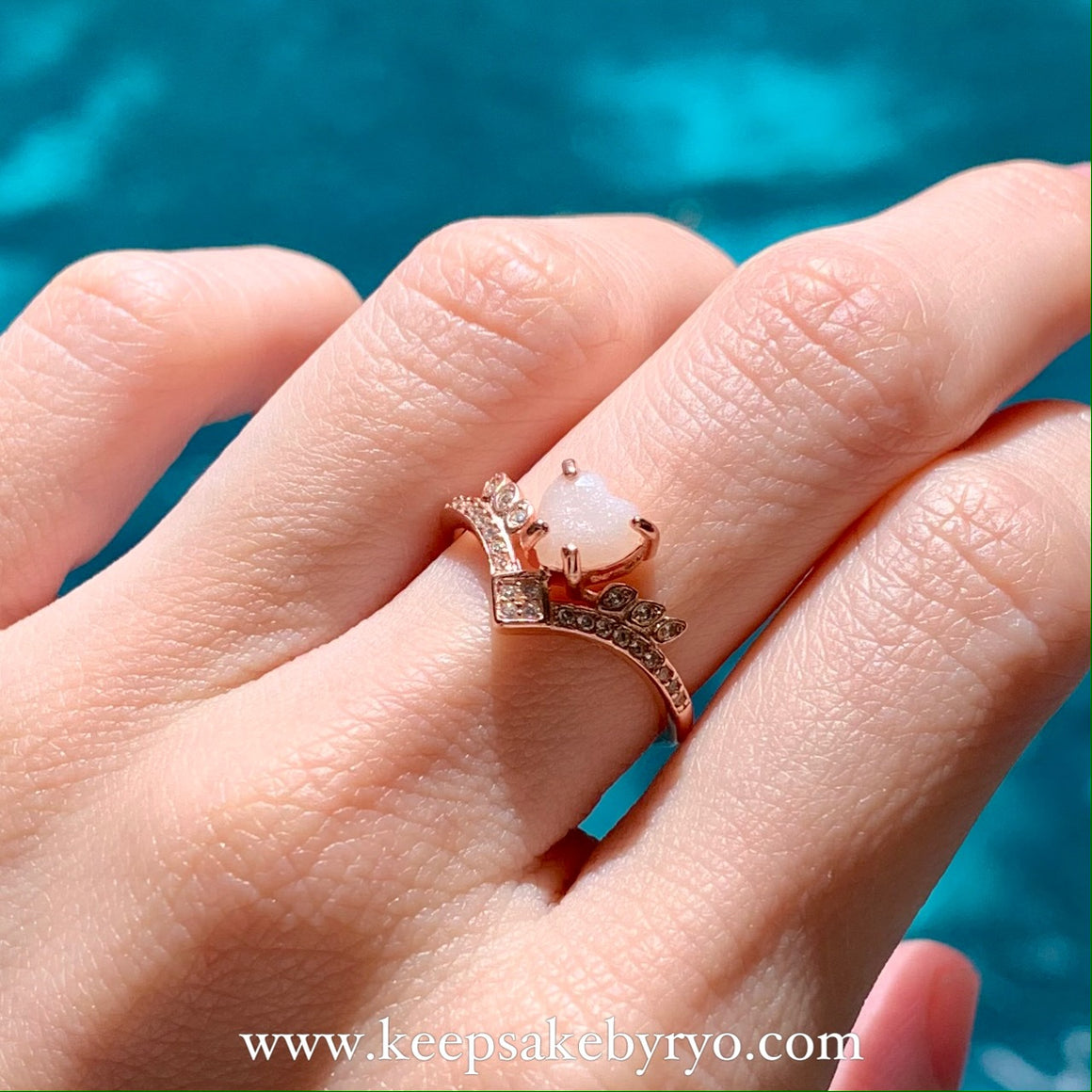 SOLITAIRE 18K: KYRA BREASTMILK HEART RING