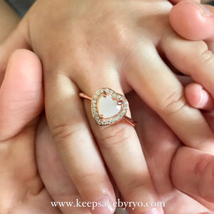 SOLITAIRE 18K GOLD: GEMMA PAVE HEART RING WITH BREASTMILK STONE