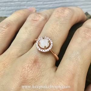 SOLITAIRE 18K GOLD: OLIVIA ROUND BREASTMILK RING