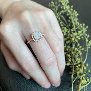 SOLITAIRE: YARA RING WITH CUSHION BREASTMILK SOLITAIRE