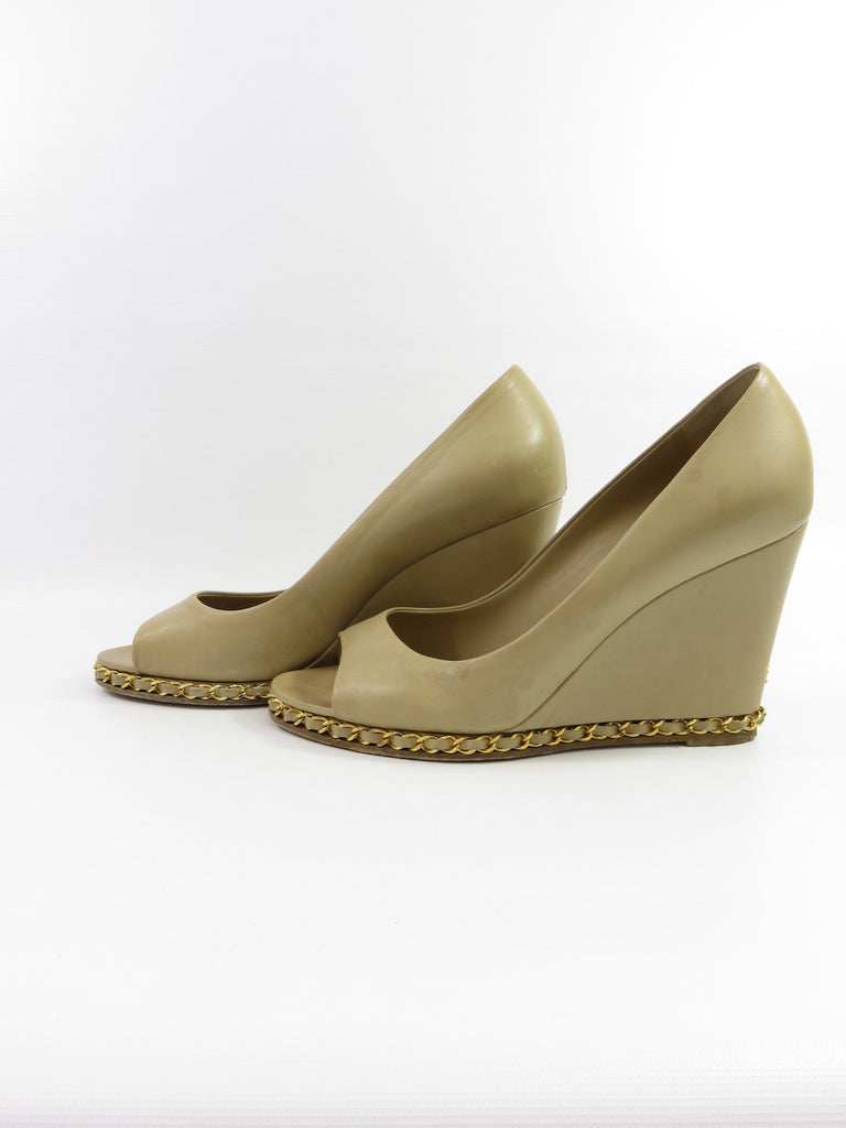 Chanel Women Nude Classic Gold Chain Leather Wedges Peep -5747