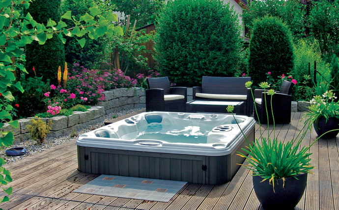 3 Tips to Makeover Your Backyard This Spring!