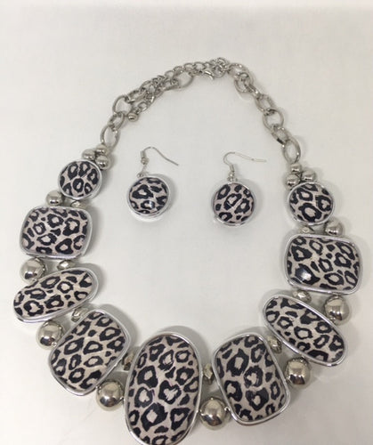Black and White Leopard Necklace Set