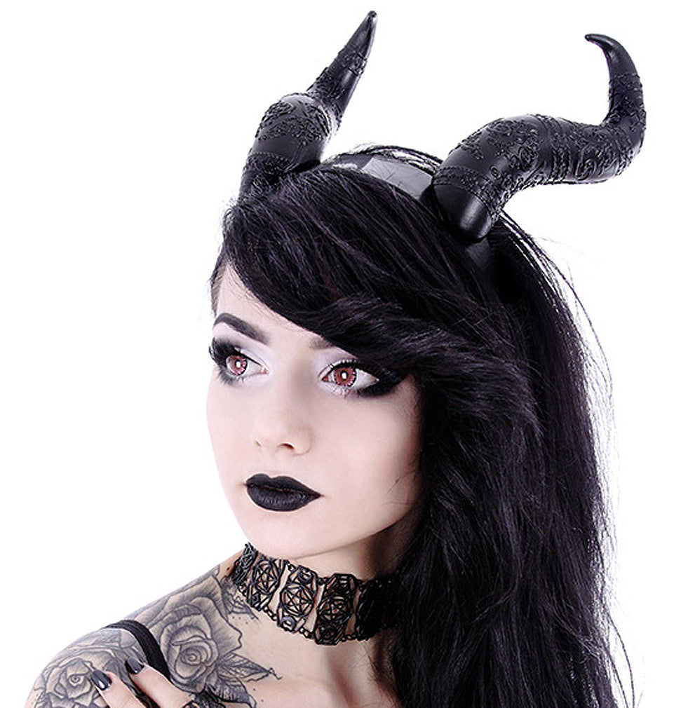 Front image of horns on model