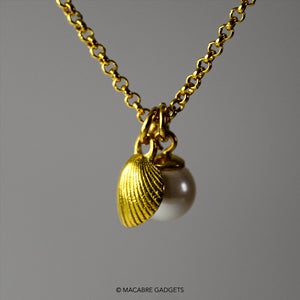 SHELL & PEARL PENDANT - GOLD