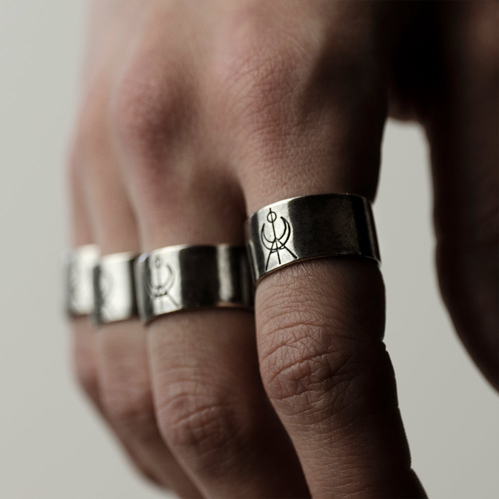 MG LOGO RING