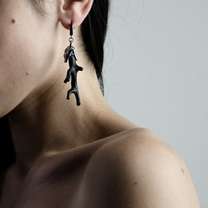 BLACK CORAL EARRING