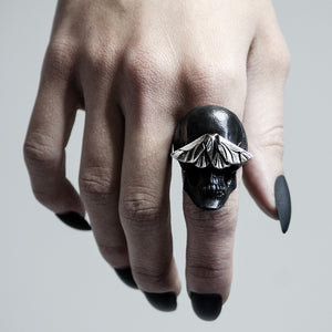 SKULL & MOTH RING - BLACK