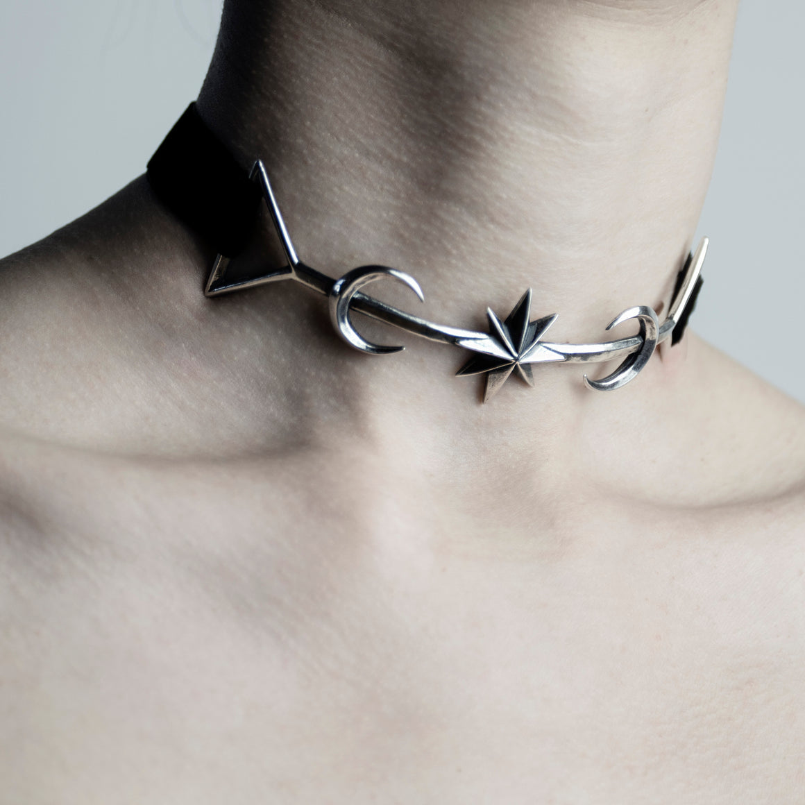 TWIN MOON CHOKER - SILVER