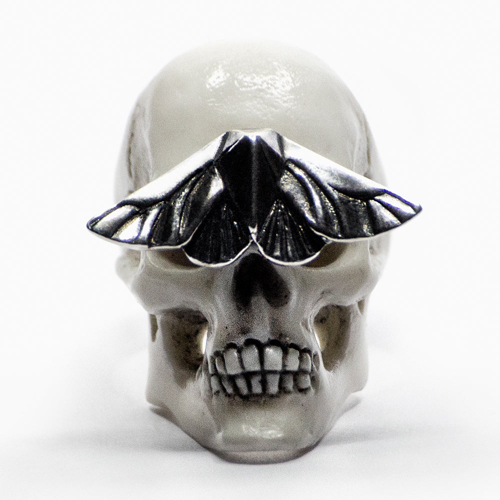 SKULL & MOTH RING - WHITE