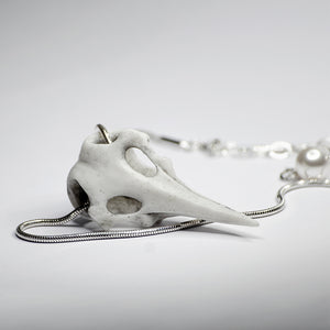 RAVEN SKULL NECKLACE - WHITE