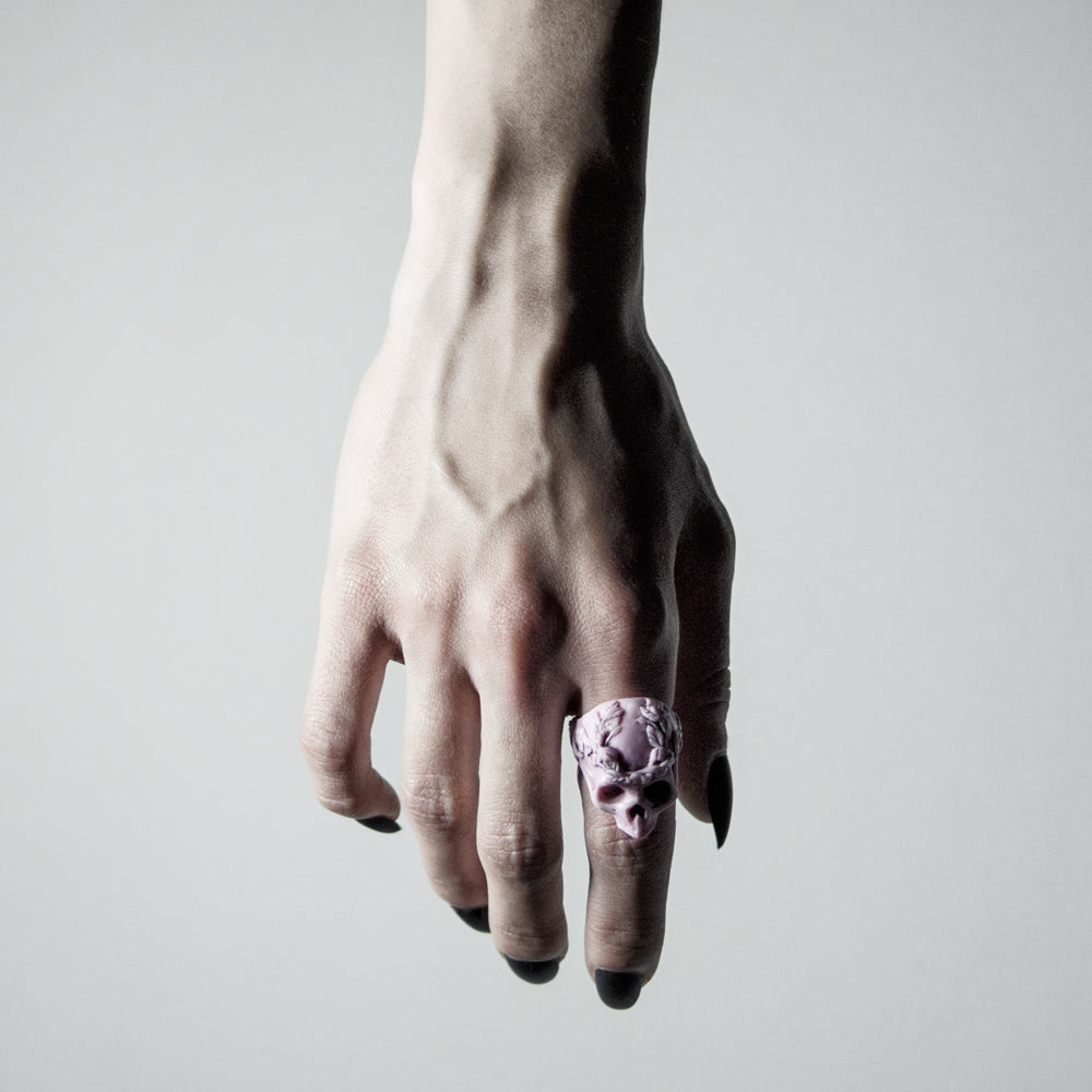 RIBBON SKULL RING
