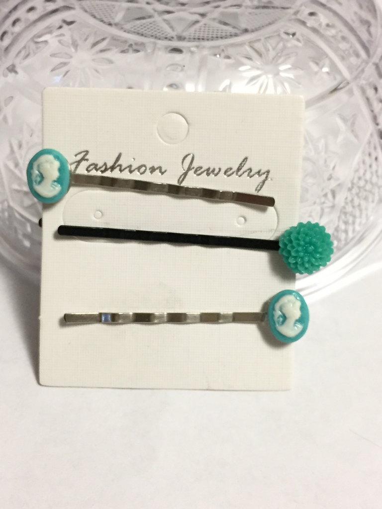 Cameo and Flower Bobby Pins Set