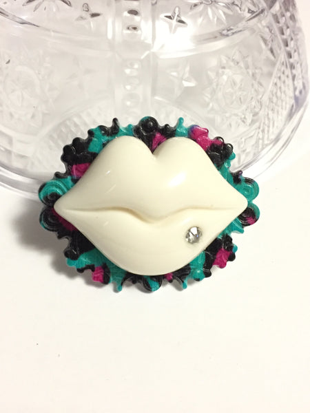 White Lips Cameo Ring
