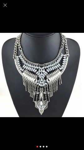 Beyonce - statement necklace