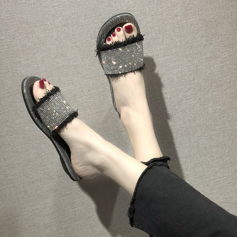 SlogPith RHINESTONE SURFACE SLIPPERS