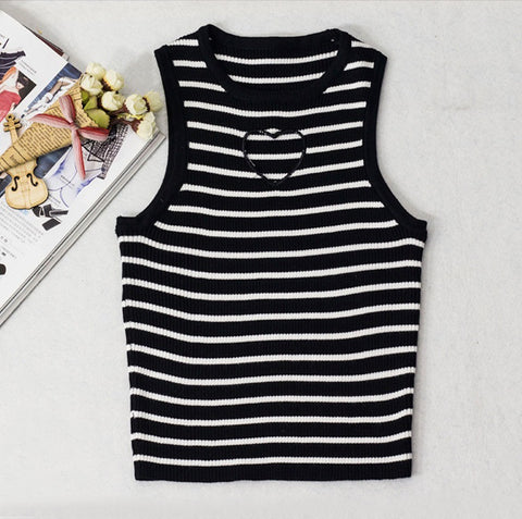 IUYZW STRIPES HEART CUTOUT TOPS