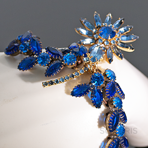 DAISY BLUE Bracelets SUMARIS | NEW YORK Blue Bracelets Costume Jewelry Vintage Brooch $175.00 SUMARIS | NEW YORK