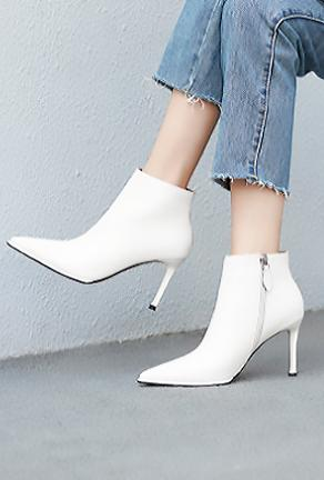 KAYSA - SLEEK ANKLE BOOTS