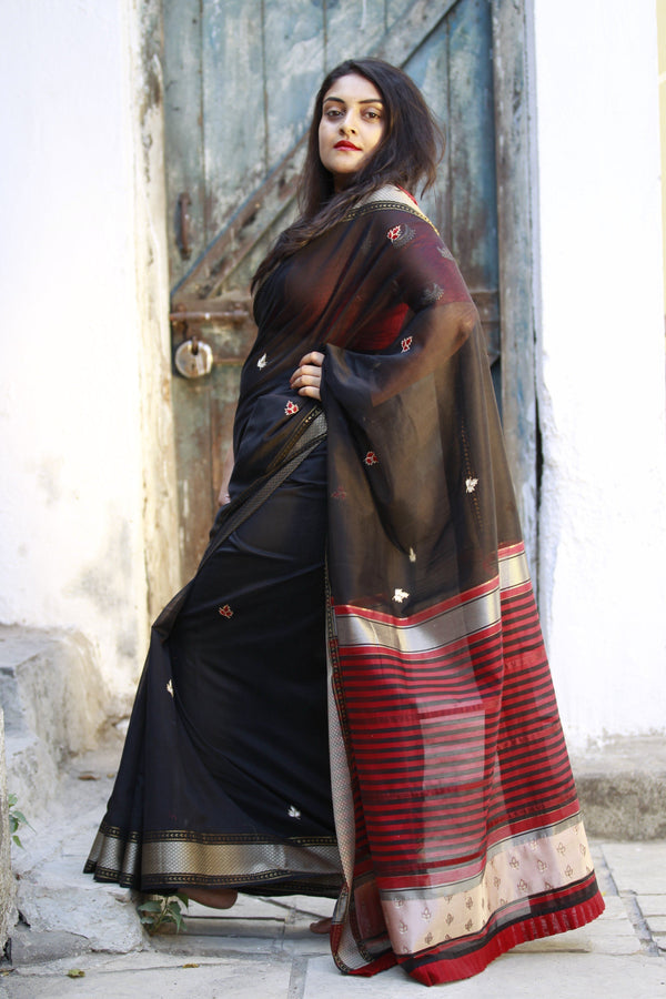Colours of Maheshwar - Jet Black and Beige