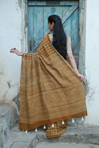 Jaggery Brown White Amala Saree