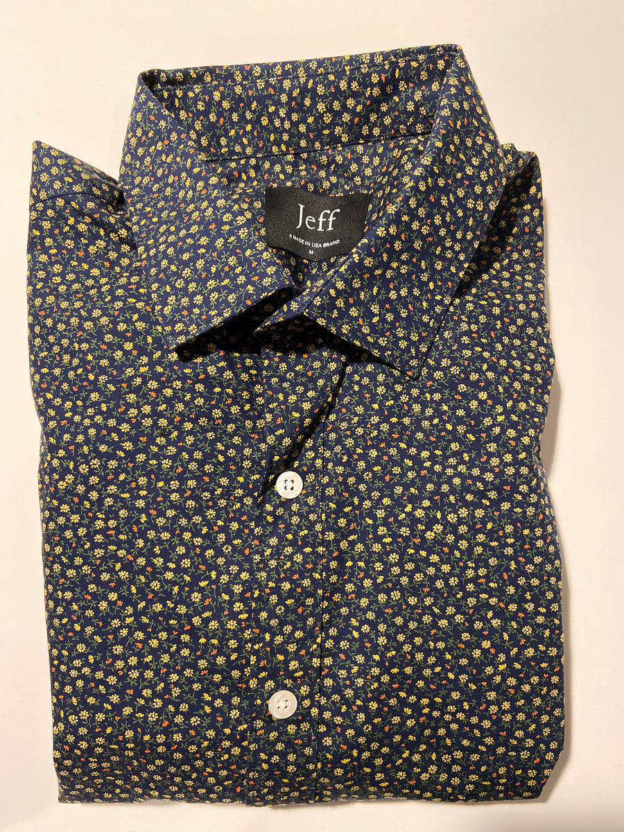 Short sleeve navy print.
