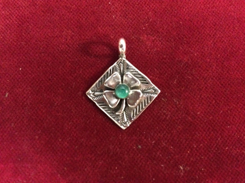 Pendent: Sterling 4 Leaf Clover with Emerald center