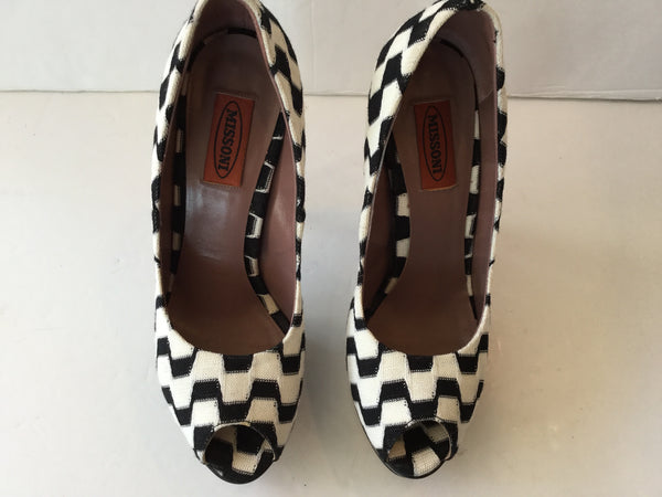 Missoni Size 38 Black & White Striped Peep Toe Pump