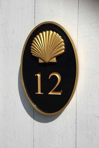 House number 12 with realistic scallop shell