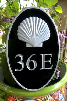 Oval house number sign with 3d shell silver and black front