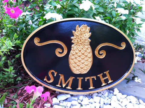 Oval last name sign with welcome pineapple -front