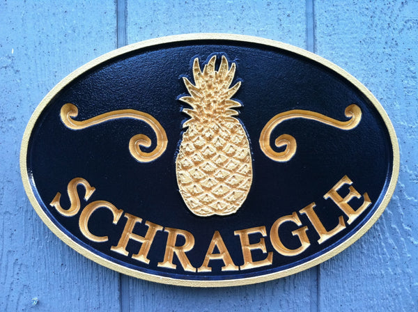 Oval last name sign with welcome pineapple -front3