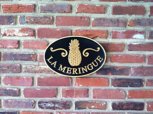 Oval last name sign with welcome pineapple and scrolls -front