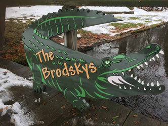Personalized Last Name Entrance Sign With Alligator (LN39) - The Carving Company