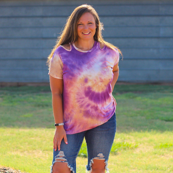 Woman's Tops - Alamo Heights Cut Shoulder Tie Dye Top In Purple