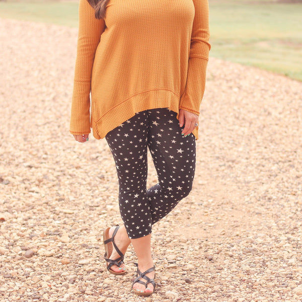 Bottoms - Balcones Heights Capri Leggings In Black Stars