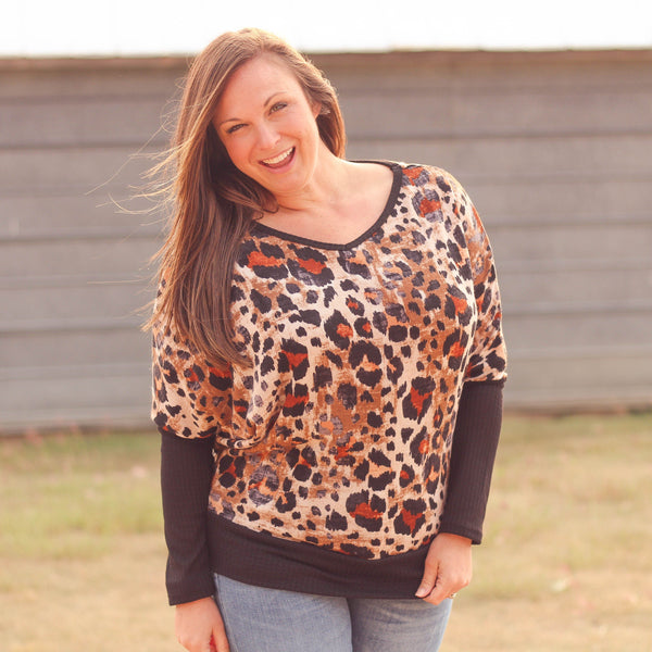 Woman's Tops - Daisy Leopard Dolman Sweater In Taupe