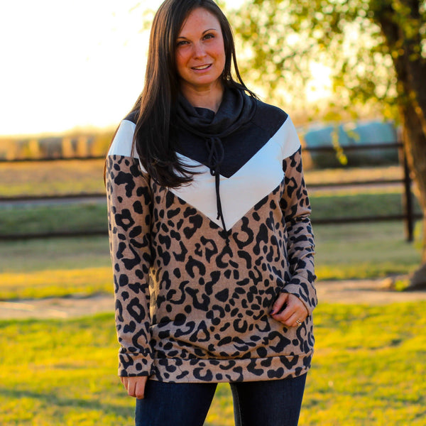 Woman's Tops - Kingsbury Turtleneck Sweater In Leopard