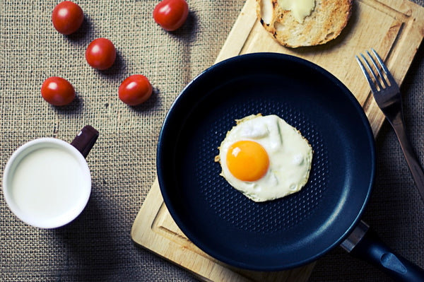 Egg in frying pan with tomato