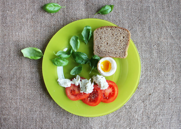 spinach eggs tomato bread on green plate
