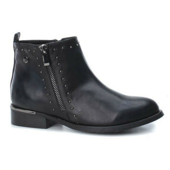 xti black boot 48619 with flat heel